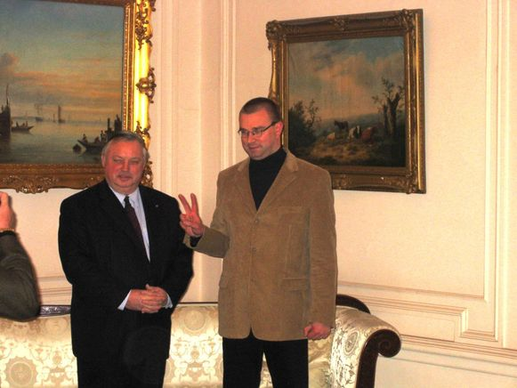 Claude Croes legt zijn eed af in 2004