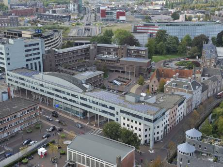 Kosten modernisering stadhuis voorbij    30 miljoen na aantreffen meer asbest