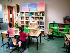 Noodkreet Stichting Leergeld: 'Sommige kinderen wonen zó krap dat ze op het toilet hun les volgen'