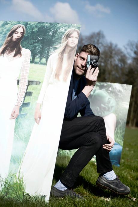 Twentse modefotograaf neemt modellen mee naar eigen sprookjesbos