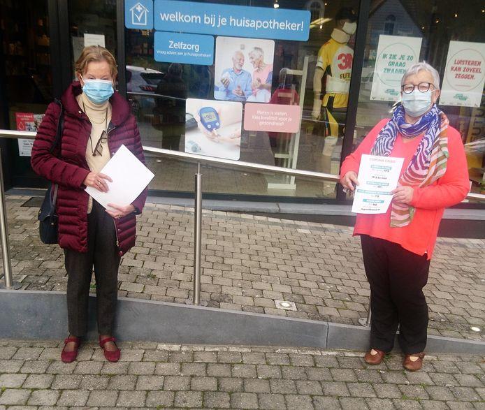 De vrouwen van de partij PVDA trokken de voorbije dagen op pad om affiches te verspreiden bij apothekers en in supermarkten.