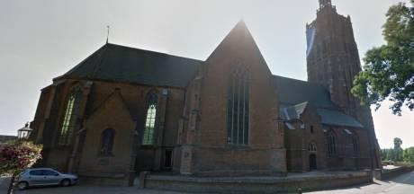 Protest tegen nieuwbouw naast de kerk in Asperen