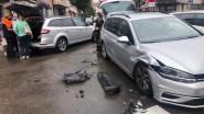 Wagens botsen in het centrum, bestuurders komen er met de schrik van af