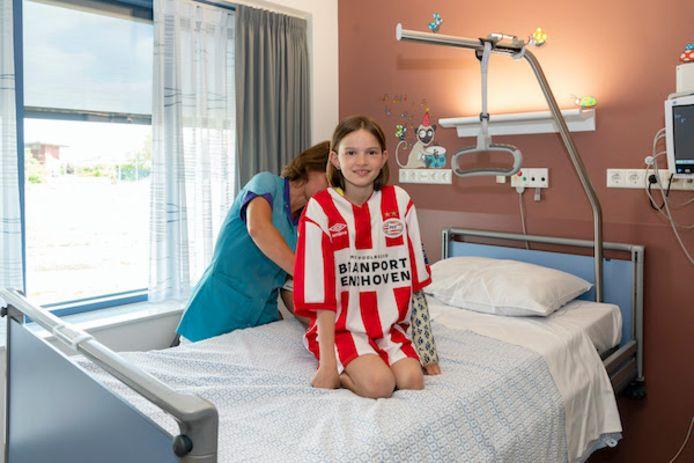 Brainport partners doneerden eerder jaar PSV-shirts aan kinderen in ziekenhuizen. Ze richten nu een regionaal goede doelen-fonds  op.
