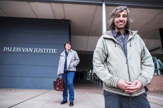 René Barendse bij de rechtbank voor het ruimen van zijn medicinale wietplanten.