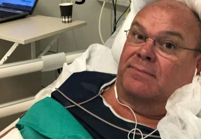 Paul de Leeuw in het ziekenhuis.