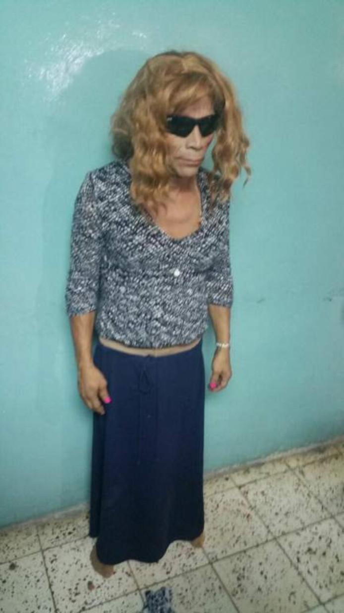 Man probeert vermomd als vrouw gevangenis te ontsnappen