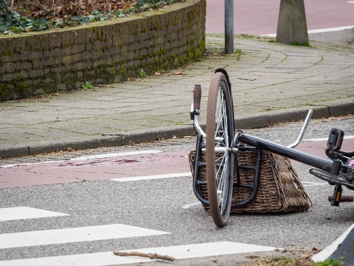 Op kruising Karel Doormanlaan en de Eerste Staionsstraat kwam 13-jarig meisje onder een vrachtwagen terecht.
