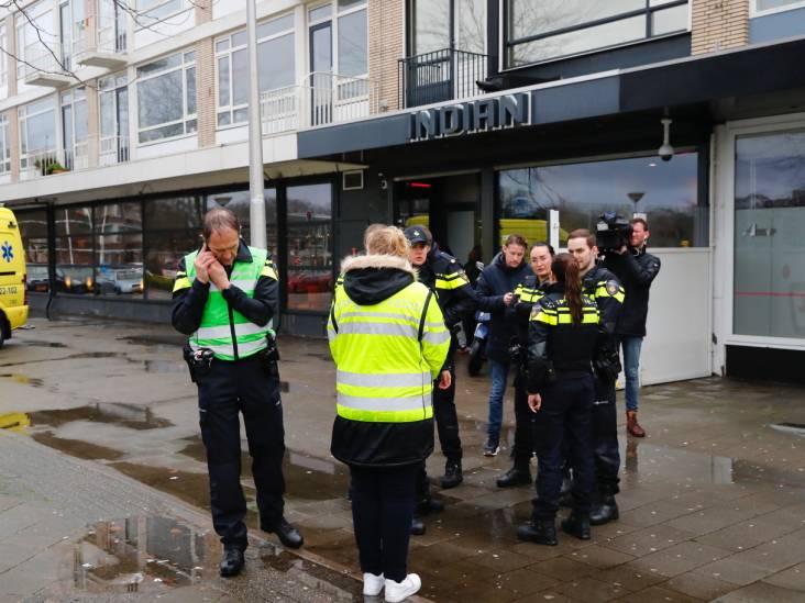 Man steekt in op twee passanten in Eindhoven, beveiliger coffeeshop overmeestert verdachte