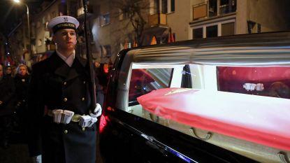 Duizenden Polen begeleiden doodskist vermoorde burgemeester in rouwstoet door Gdansk