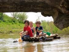 Kinderen met en zonder handicap spelen samen op Tiengemeten