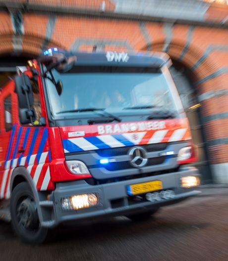 Busje van brandbeveiligingsbedrijf in Alblasserdam volledig uitgebrand