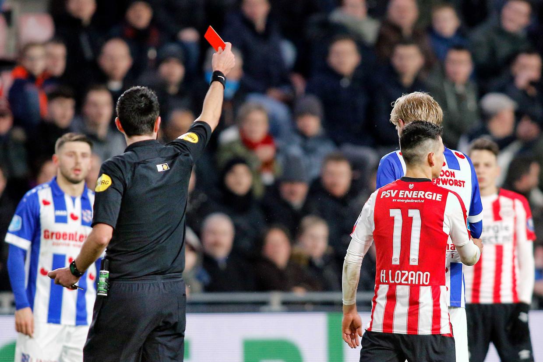 PSV aanvaller Hirving Lozano is drie wedstrijden geschorst na zijn rode kaart in de wedstrijd tegen Heerenveen.  Beeld ANP Pro Shots