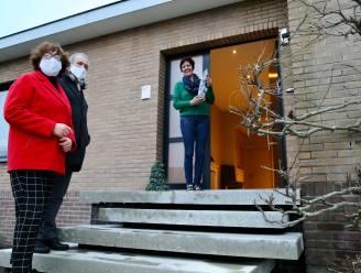 Schooldirecteurs trekken langs 250 deuren met fles wijn als nieuwjaarscadeau