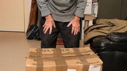 Gezocht: kartonnen doos met kleren, boeken en verrekijker