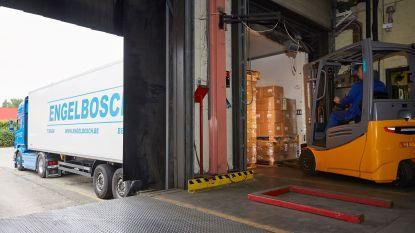 Handgel van Tiense Suiker wordt gratis verdeeld door Tiens transportbedrijf Engelbosch