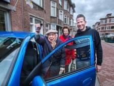 Gemist? Lidwien (94) heeft dankzij gulle gevers een nieuwe auto en Sint en Zwarte Piet-manifestatie eerder beëindigd