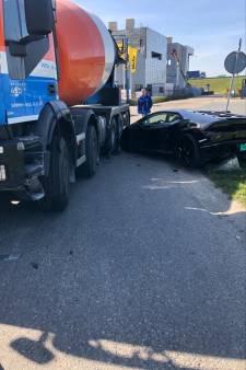 Foutje, bedankt: cementwagen rijdt over gloednieuwe Lamborghini van IJsselsteiner (maar er komt een nieuwe)