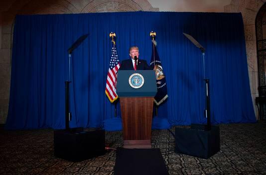 Trump geeft donderdagnacht op zijn resort een verklaring over de aanval.