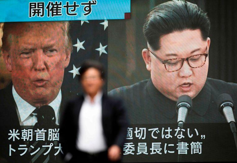 Tv-schermen in Tokio met een nieuwsuitzending over de afgelaste top met Trump en Kim. Beeld AFP