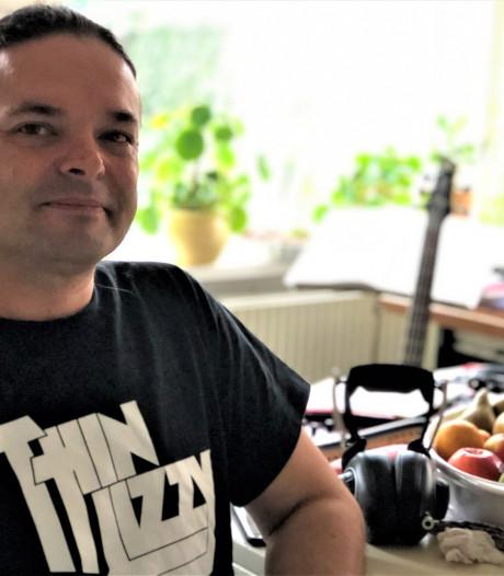 Lars-Erik van Elzakker speelt in band van Julian Sas: 'Ik zit op mijn plek, want mag hard slaan!'