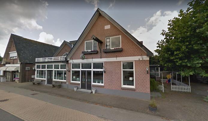 De praktijk van huisarts Jeroen Huijgens groeit op zijn huidige plek aan de Scholtensweg uit zijn jas. Huijgens wil graag verhuizen naar de Raalterweg 37 in Wesepe.