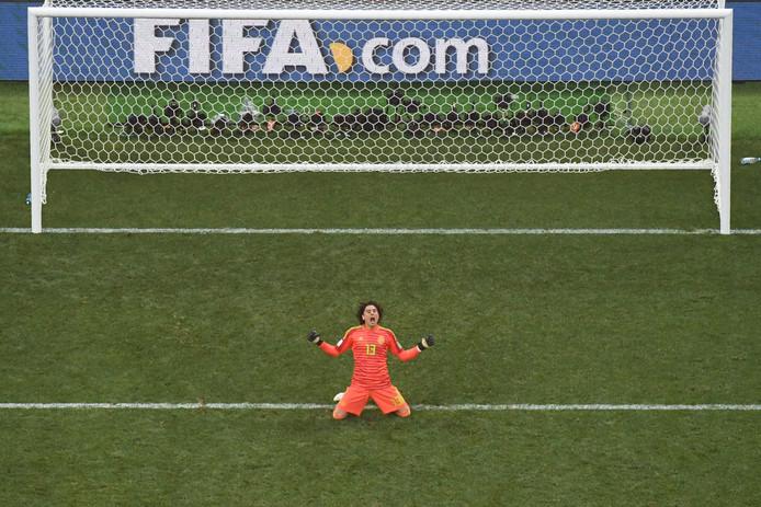 Mexico-keeper Guillermo Ochoa na het laatste fluitsignaal tegen Duitsland. Mexico versloeg de wereldkampioen met 1-0.