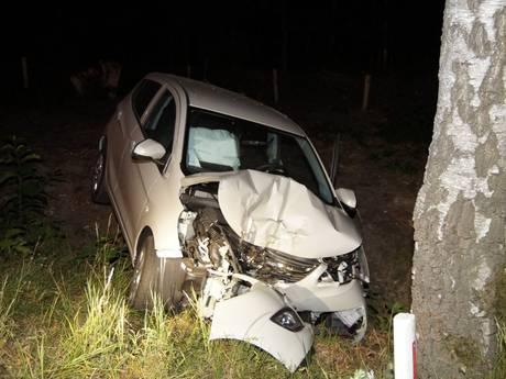 Dronken automobilist met 'engeltje op schouder' knalt tegen boom