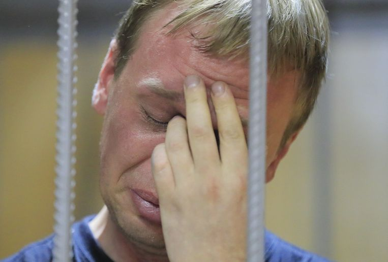De Russische onderzoeksjournalist Ivan Goloenov, zaterdag in de rechtbank.  Beeld Reuters