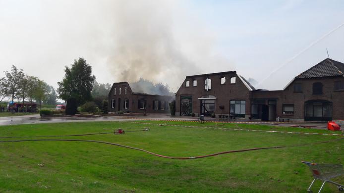 Het woongedeelte en de winkel zijn helemaal verloren gegaan bij de brand.