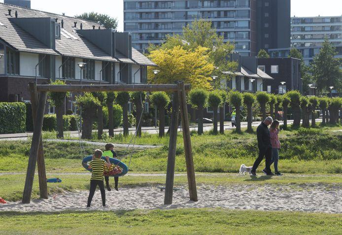 Dit is een deel van de speeltuin in Veenendaal, waar kinderen worden bedreigd en geslagen. De personen op de foto hebben niets te maken met de geschetste problemen.