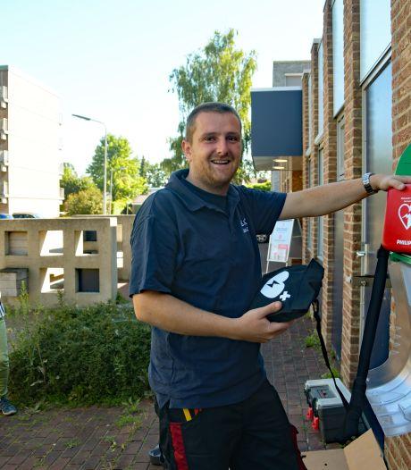Terneuzense Katspolder heeft nu ook een AED, dankzij flitsende actie buurtbewoner Tom Verdurmen