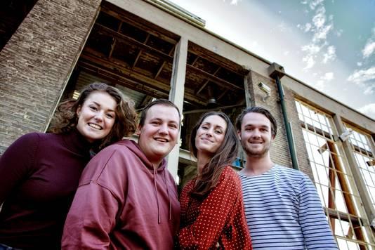 De vier jongeren die samen Stutt maken, met van links naar rechts Carmen Sijbrands, Tom Berserik, Nena Kremers en Sjors Grol.