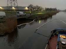 Olie in het Markvlietkanaal bij Roosendaal, waterschap doet onderzoek naar de veroorzaker