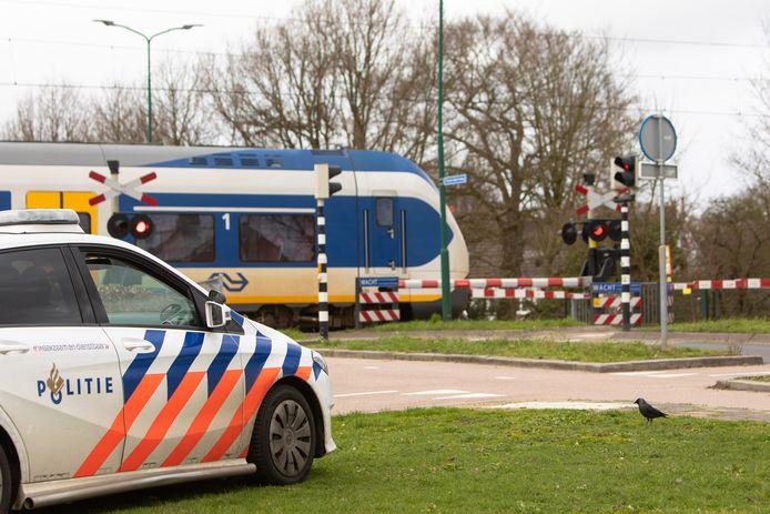 Een persoon is vrijdagmiddag rond 19.25 uur aangereden door een trein op het spoor tussen Ravenstein en Oss.