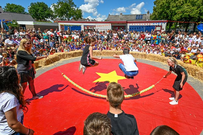 Kinderen hielden gisteren een circusvoorstelling.