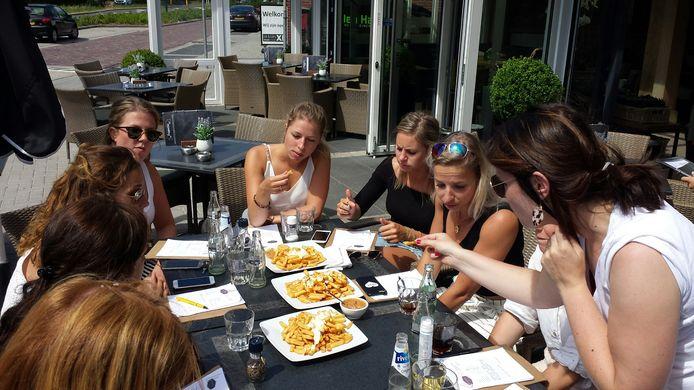 In Valkenswaard stopten de 'frietsers' bij cafetaria Den Haas.