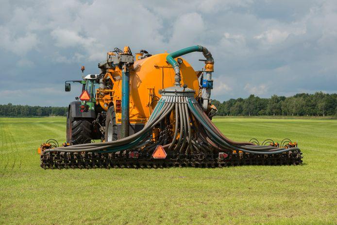 Begin deze maand werd duidelijk dat Noord-Brabant niet alleen in Zeeland, maar ook in Drenthe en Noord-Holland de ammoniakrechten van zes veehouderijen had opgekocht om de aanleg van een bedrijventerrein bij Moerdijk mogelijk te maken.