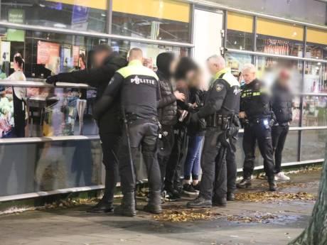 Weer rellen in Leyenburg: Grote groep jongeren steekt zwaar vuurwerk af
