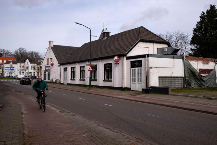 Het pand Hees & Leen aan de Nieuwendijk in Heeze moet plaatsmaken voor nieuwbouw.