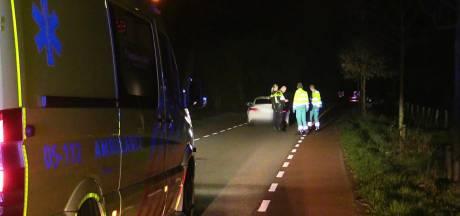 Busje botst op auto in Enschede: twee gewonden