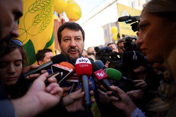 Lega-boegbeeld en voormalig Italiaans minister van Binnenlandse Zaken Matteo Salvini was  donderdag  aanwezig op een boerenprotest in  Rome.
