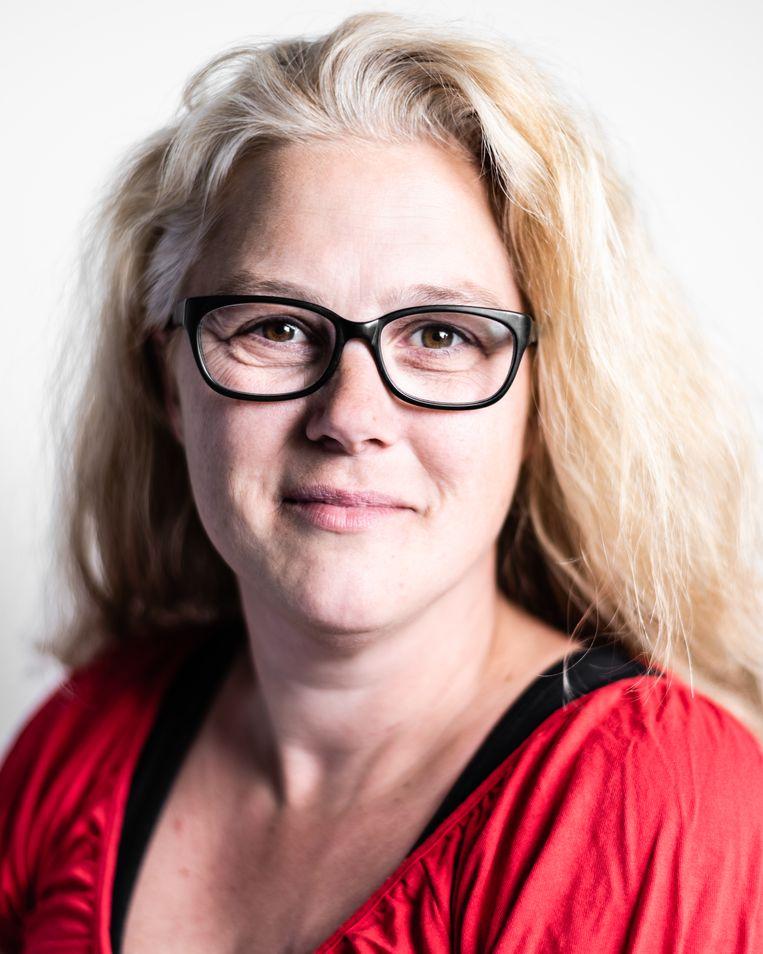 Kim van den Akker kreeg diepe hersenstimulatie. Ze merkte het direct toen de elektroden in haar brein onder stroom gezet werden. Beeld Katja Poelwijk