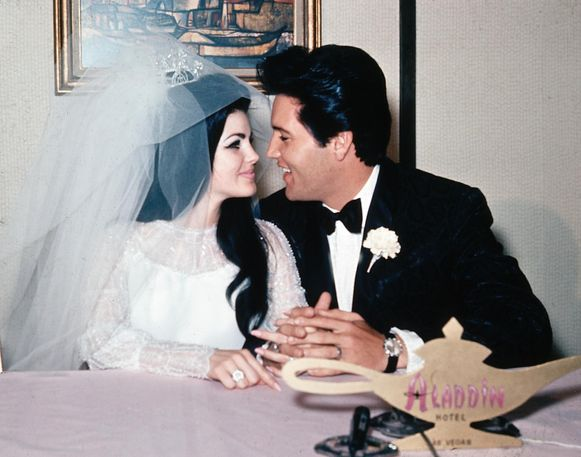 Op 1 mei 1967 trouwt Elvis Presley met Priscilla Beaulieu trouwen in Las Vegas