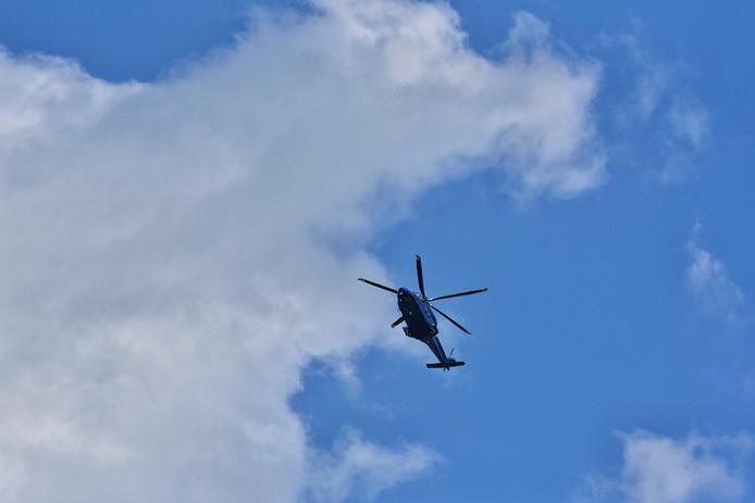 Boven Oisterwijk vloog na de steekpartij een politiehelikopter.