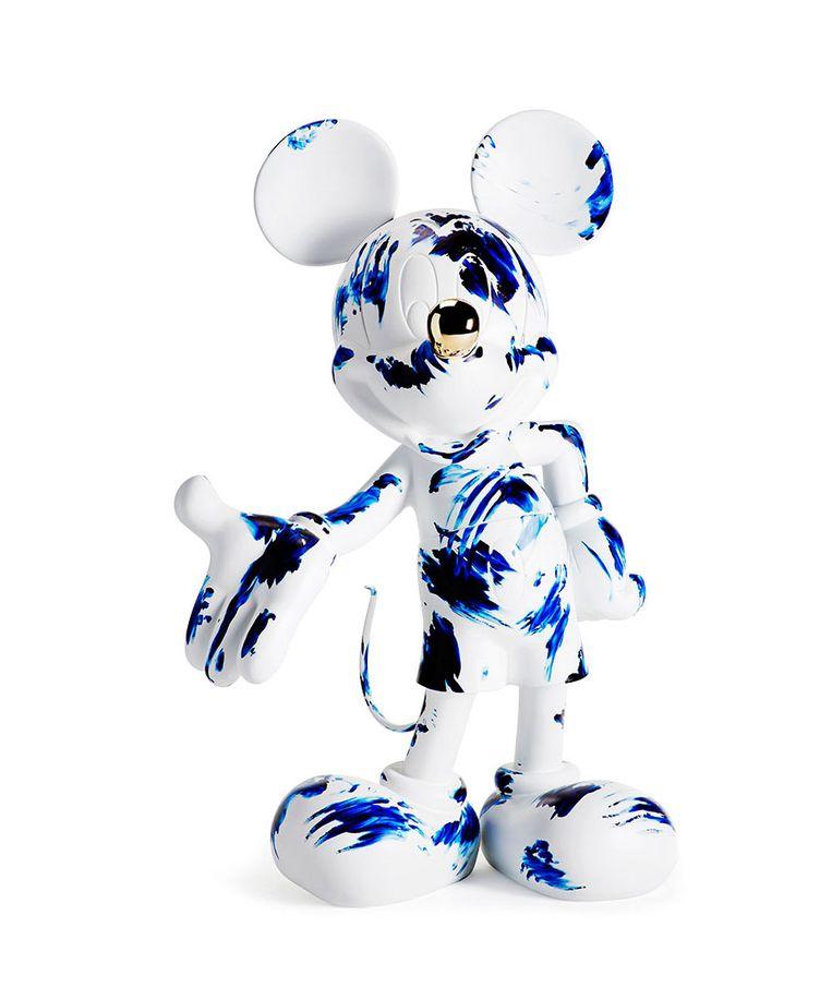 'Marcel Wanders brengt een ode aan de stripfiguur met de 'One Minute Mickey', voorzien van zijn 'One Minute Delft Blue'-handafdrukken. Als kers op de taart kreeg Mickey een gouden neus. U raadt het al: voor mensen met geld over, € 25.000. marcelwanders.com Beeld RV