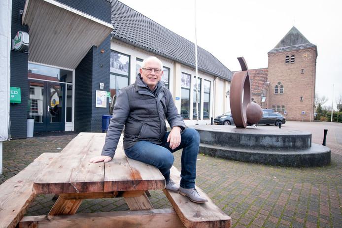 Riekele Bron neemt na acht jaar afscheid als voorzitter van het dorpshuis 't Haarschut.