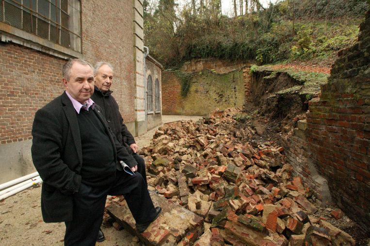In 2009 viel de muur om door vocht en te veel gewicht.