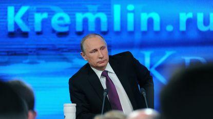 """Poetin: """"Oostwaartse expansie van de NAVO is als een nieuwe Berlijnse muur"""""""