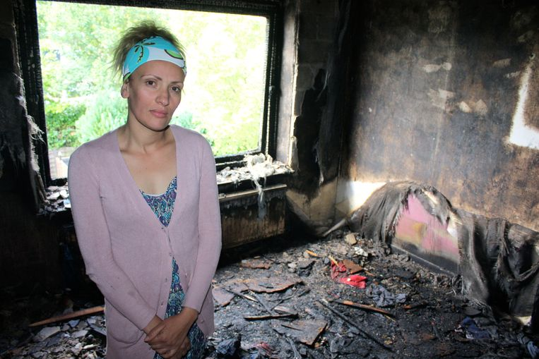 Bewoonster Sonia Chamtouri in één van de zwartgeblakerde kamers.